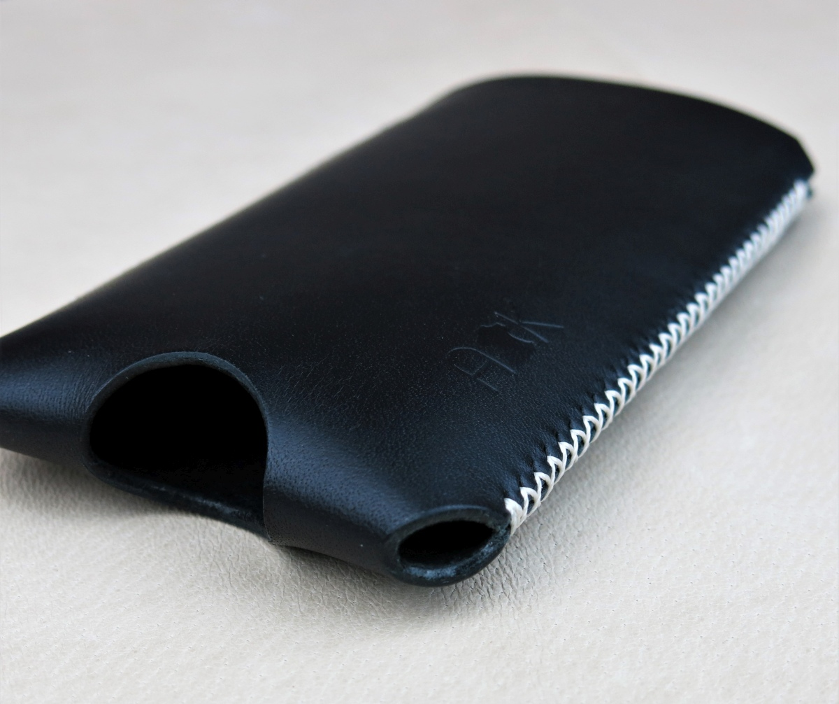 Kožené pouzdro A-K pro Apple iPhone 4, černé s křížkovým stehem
