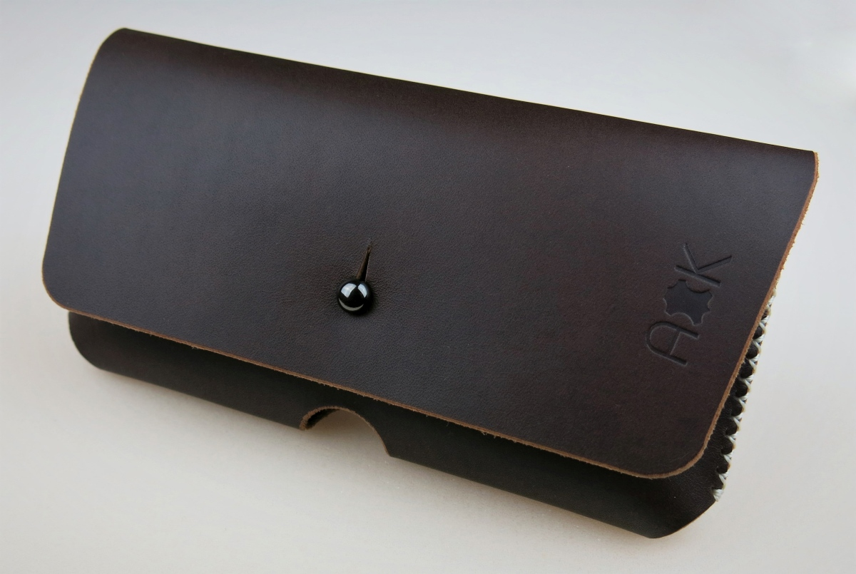 Kožené pouzdro A-K pro Apple iPhone 4, tm. hnědé na opasek