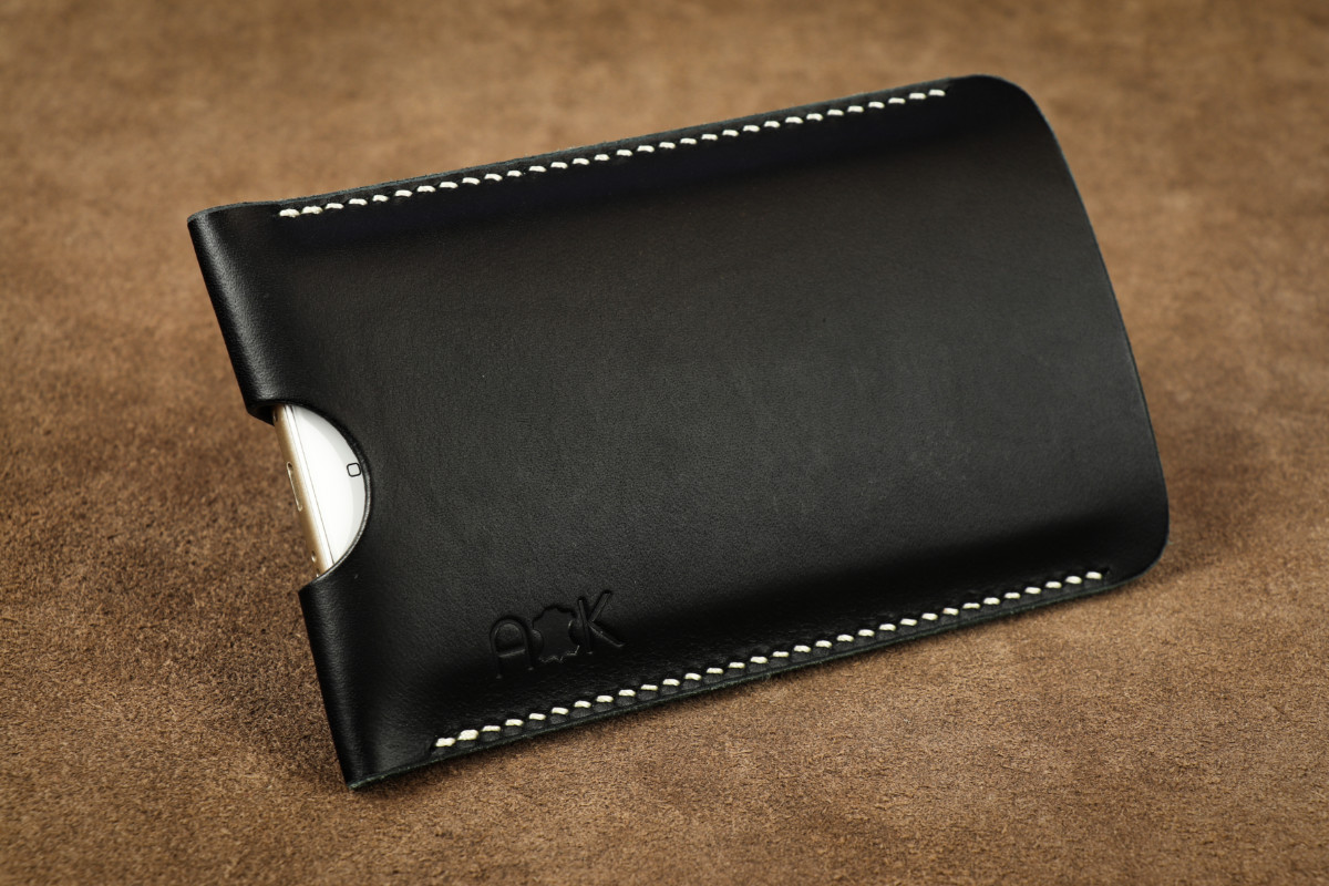 Pouzdro A-K z pravé kůže pro Apple iPhone 4, černé