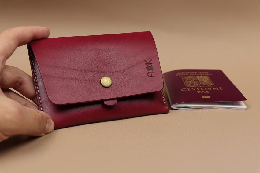 kožené pouzdro na cestovní pas